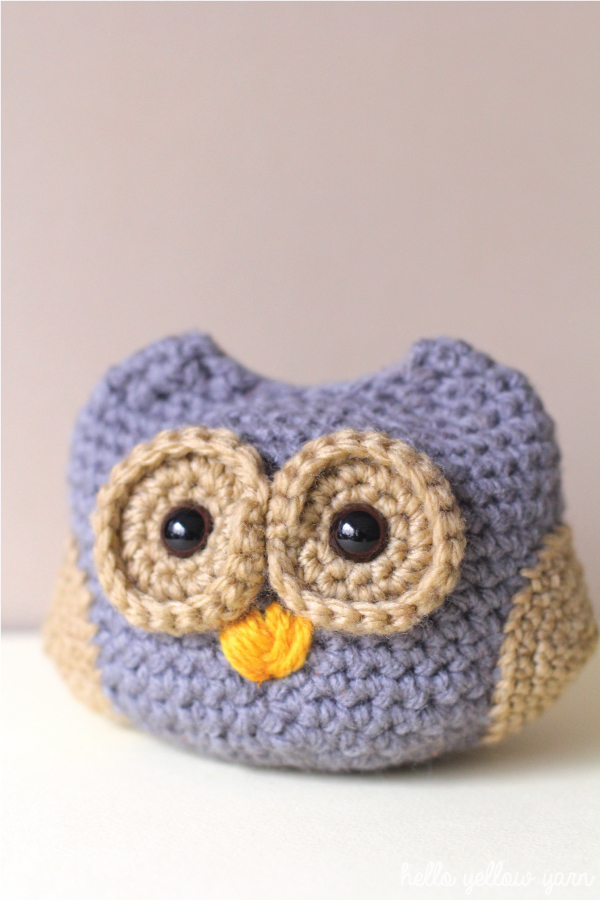 crochet baby owl in grey yarn