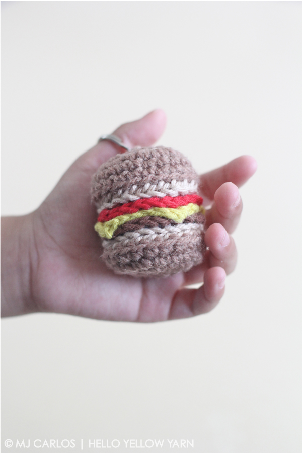 crochet cheeseburger keyring